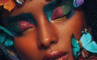 girl-with-butterflies-kleur-liggend