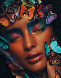 girl-with-butterflies-kleur-staand