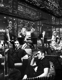 hangout-zwart-staand