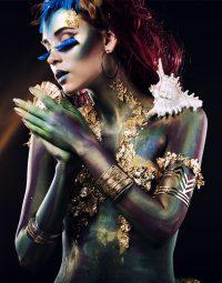 sea-woman-kleur-staand