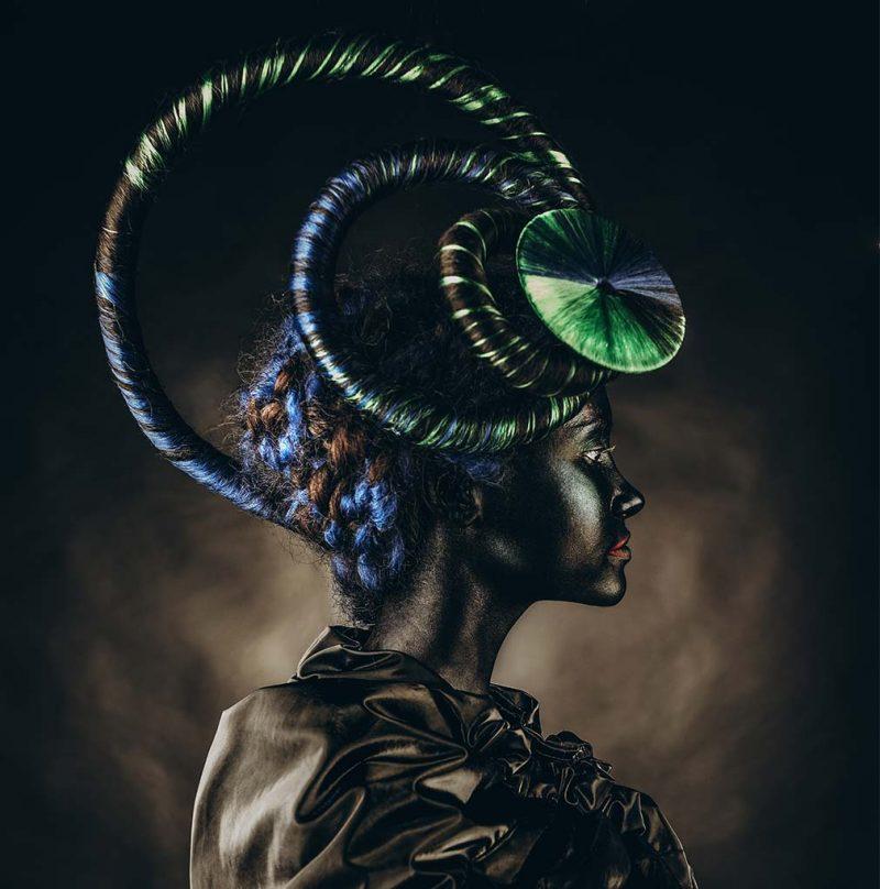 Horns woman blue green schilderij