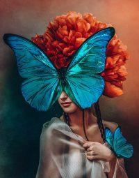 Orange flower woman staand